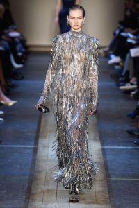 návrhár Alexander McQueen zanechal v histórii módy hlbokú stopu