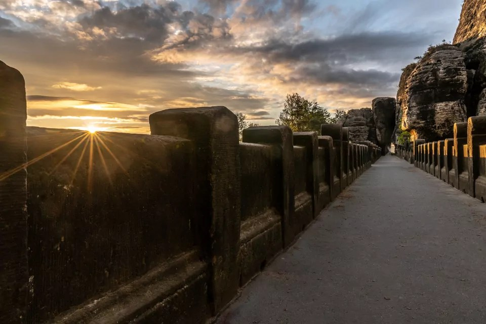 Basteibruecke Saechsische Schweiz - 9 Fotospots für atemberaubende Herbstfotos in Deutschland