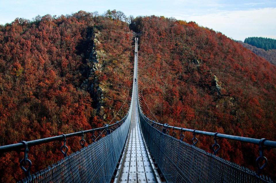 Geierlay Haengebruecke 2 - 9 Fotospots für atemberaubende Herbstfotos in Deutschland