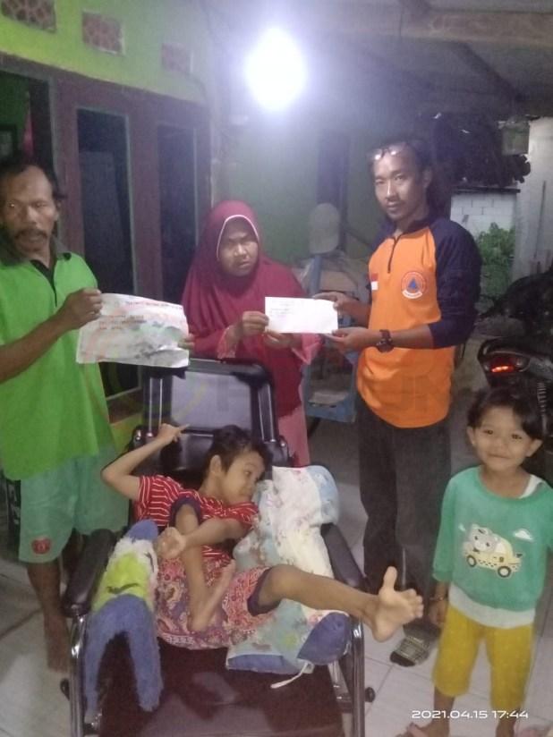 LensaHukum.co.id - IMG 20210416 WA0094 - DPC PDI Perjuangan Kabupaten Bekasi Memberikan Bantuan Uang Tunai dan Kursi Roda