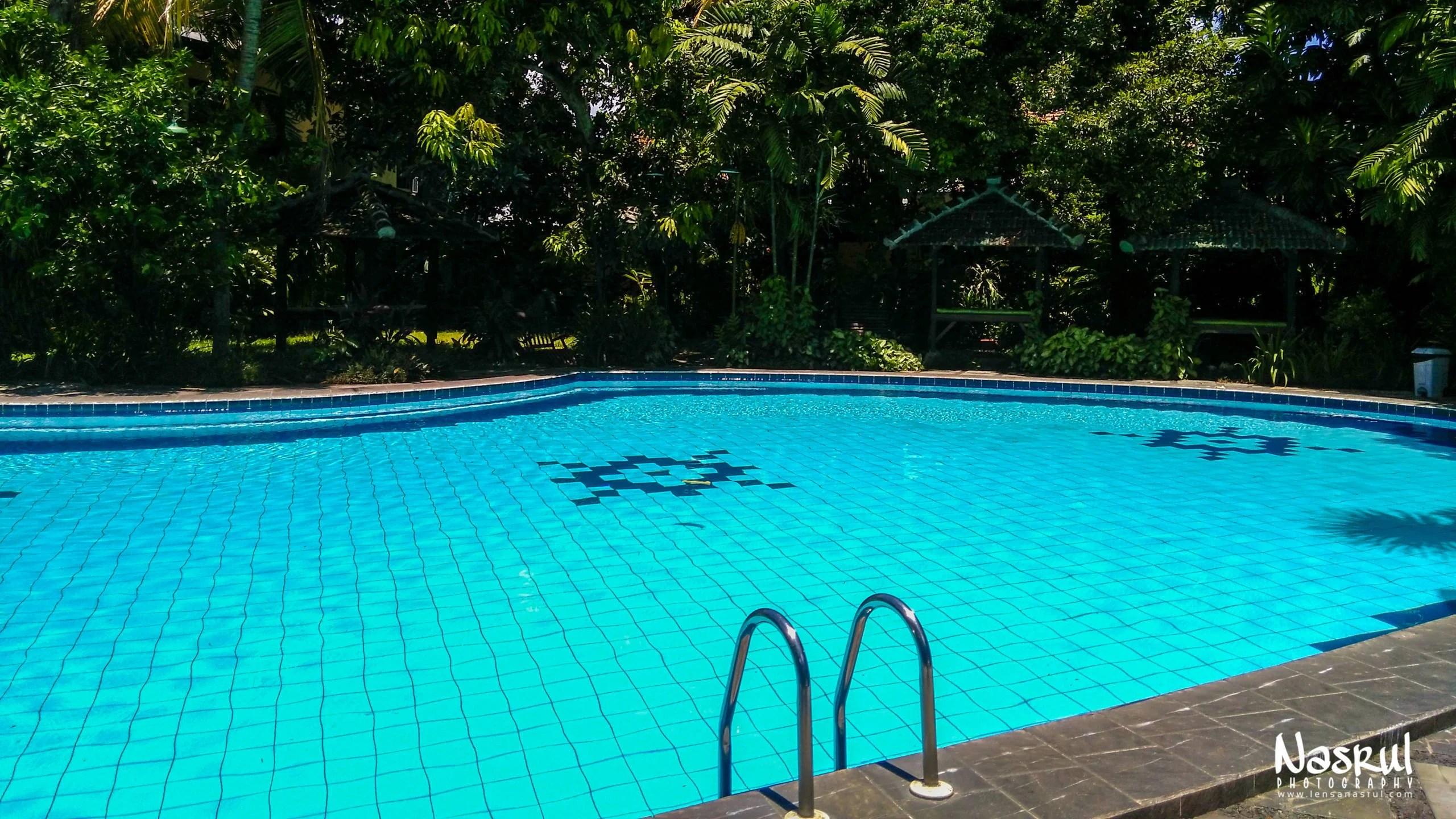 Kolam renang Hotel Winotosastro Jogja