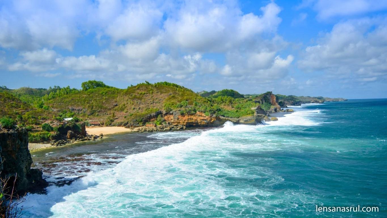 Pesona Pantai Ngeden Gunungkidul
