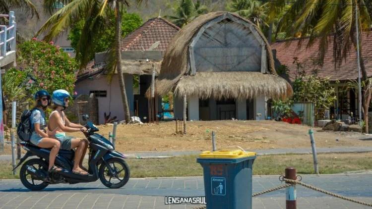 sepeda motor di lombok