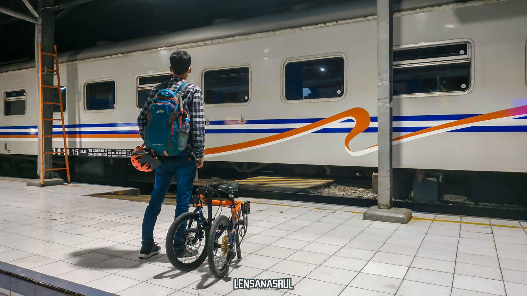 Pengalaman Membawa Sepeda di Kereta Api