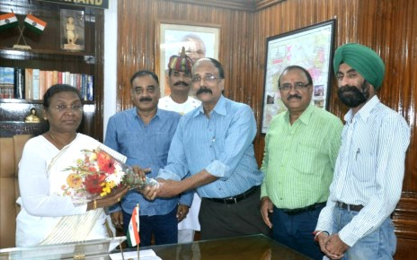 A delegation of juj met governor jharkhand in protest of murder of journalist of tripura