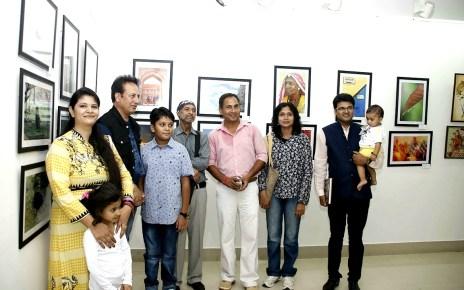 नई दिल्ली में आयोजित राष्ट्रीय सामूहिक आर्ट प्रदर्शनी 2017 में नन्ही छायाकार नैनिका गुप्ता के चार चित्र प्रदर्शित