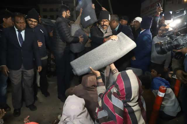Cm Jharkhand distributed blankets to needy.