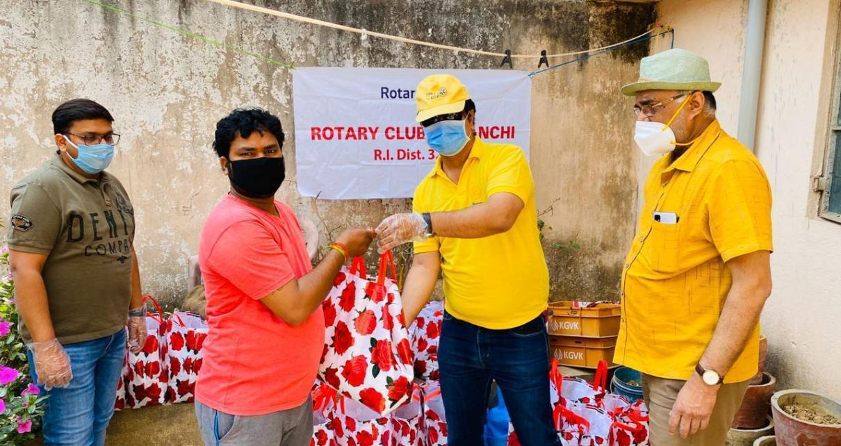 Distribution of ration packets by rotary club of ranchi in mani tola doranda
