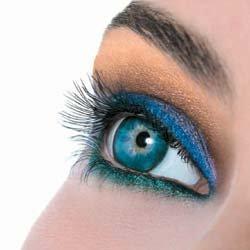 Lente de contato azul