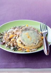 Salade de lentilles blondes de Saint-Flour à la vinaigrette de Xérès et rouelle de tripoux gratinée au cantal entre-deux