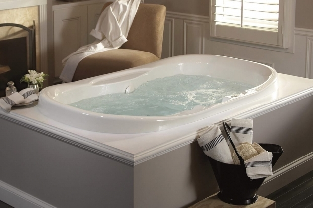 Whirlpool Tub Vs Jacuzzi Bathtub Designs