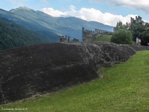 Il parco delle incisioni rupestri di Grosio, la rupe Magna e il castello Visconteo