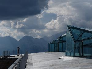 Sul tetto del museo di Messner