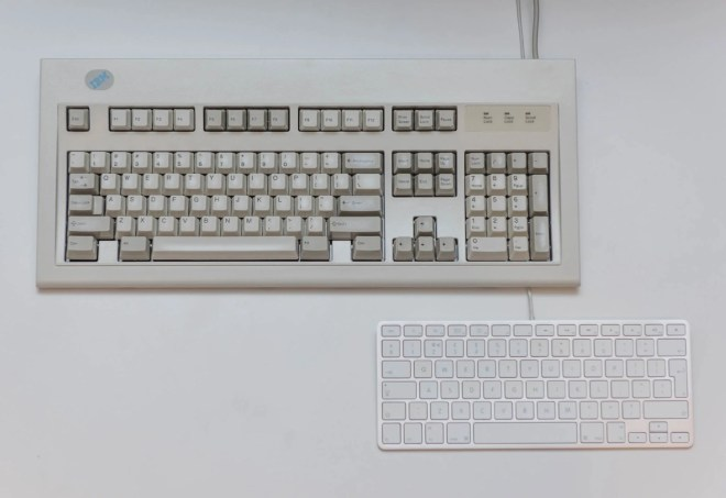 IBM Model M Keyboard vs Apple Aluminium (Aluminum) Keyboard