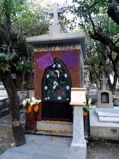 (aquí yacen los restos de Chespirito) Panteón Francés. Ciudad de México