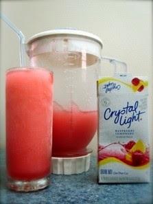 Raspberry Lemonade Beach Drink!