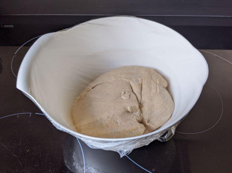 pate a pain pétrie dans un bol