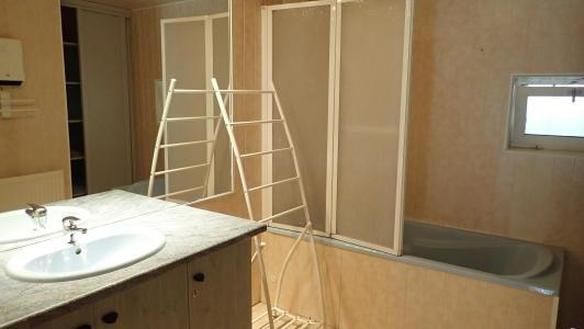 gite pour 10 personnes avec 2 salles de bain et des WC séparé