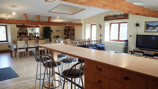 vakantiehuis-pyreneeen-zicht-vanuit-keuken.jpg