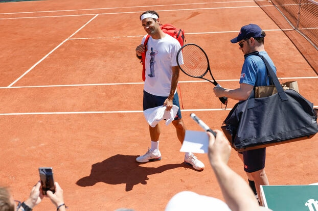 La légende suisse est venue s'entraîner ce dimanche sur la piste n ° 3 à Roland-Garros.  Ses fans étaient là.