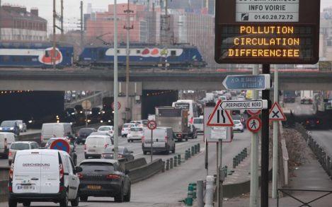 Risultato immagini per lutte contre la place de la voiture dans la ville paris