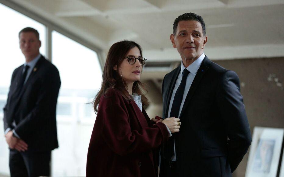 Roschdy Zem, qui incarne le président de la République, et Amira Casar dans « Les Sauvages », la nouvelle série de Canal + signée par Rebecca Zlotowski.