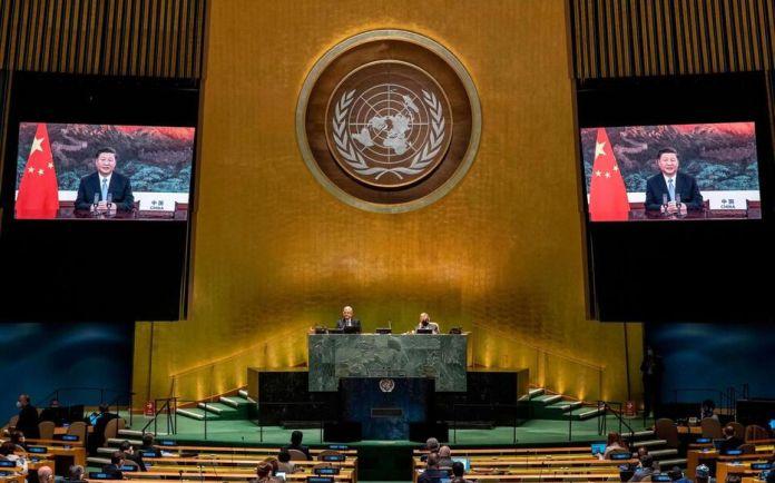New York, le 22 septembre 2020. Le président chinois Xi Jinping, à l'écran, participe au débat général de la 75e session de l'assemblée générale des Nations unies.