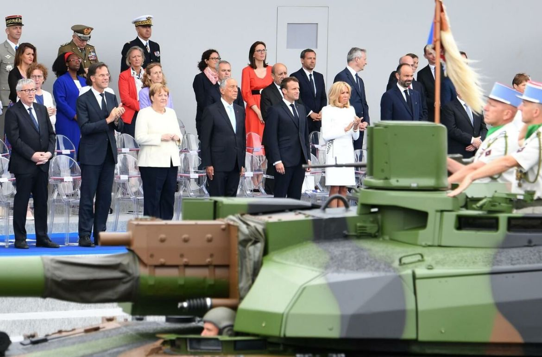 Emmanuel Macron et les dirigeants européens à la tribune présidentielle/AFP/Alain JOCARD