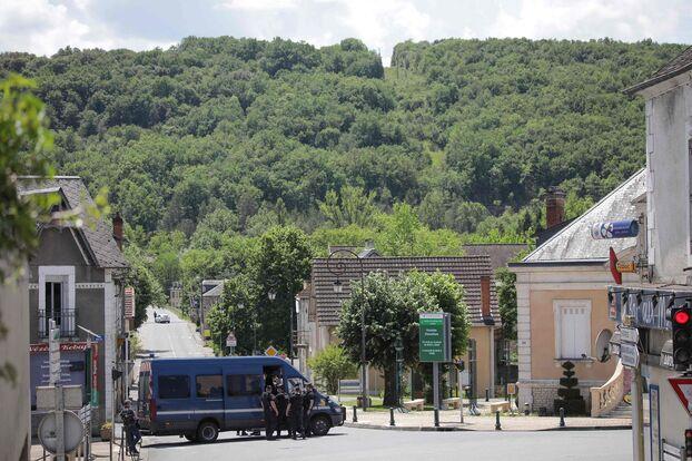 De grandes ressources ont été déployées pour retrouver un ancien militaire lourdement armé qui a tiré à plusieurs reprises sur les gendarmes de Lardin-Saint-Lazare.