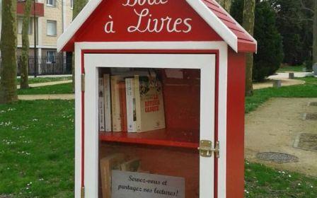 Quatre nouvelles boîtes à livres viennent d'être installées dans les différents quartiers de Chantilly, comme à la cité Verdun.