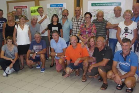 Bénévoles pour la Barousse-Balès: licenciés du Cyclo Club Montréjeau, parents, amis, autour du président du CCM, Amédée Fabbro et de Ginette Barthier, maire de Mauléon Barousse.