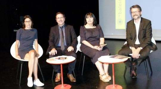Lucie Turon directrice de La Baleine, le maire Jean-Philippe Kéroslian, Monique Buerba adjointe en charge de la culture et Jean-Philippe Abinal élu départemental