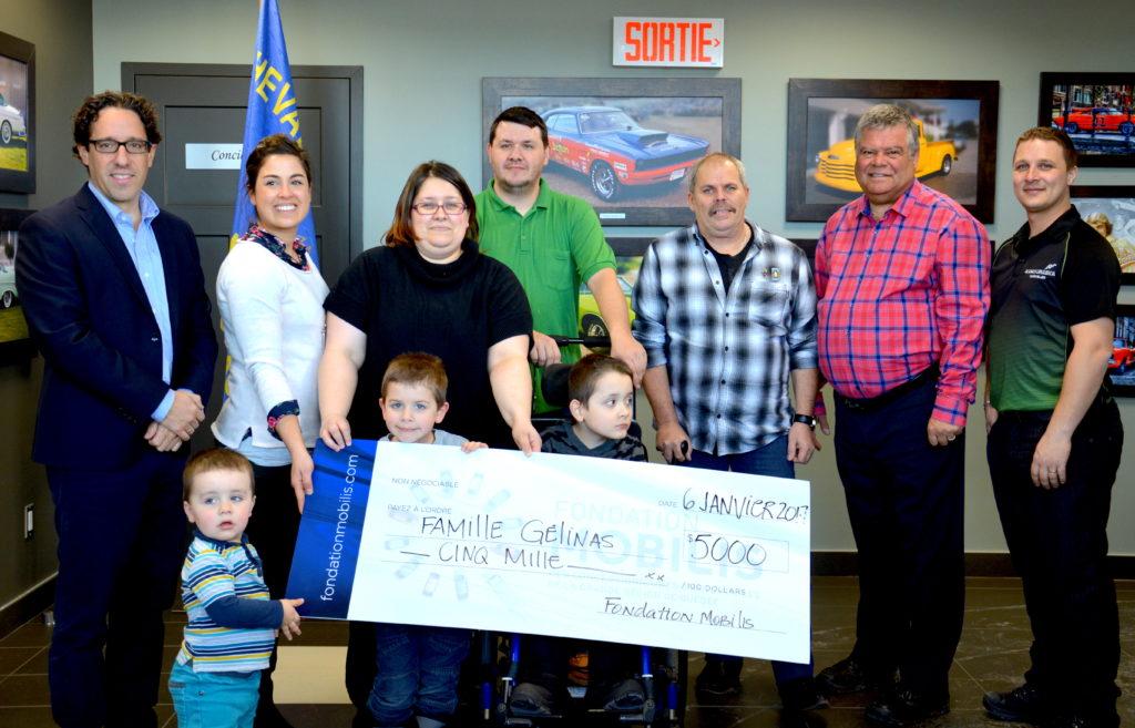 Mobilis remet 5000$ à la famille Gélinas
