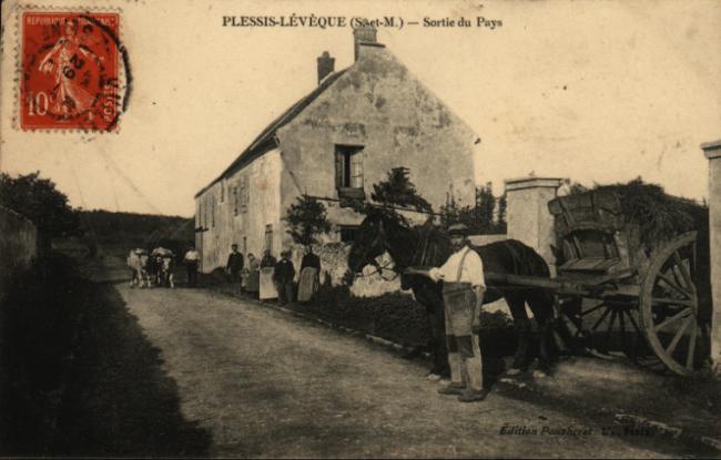 Le Plessis l'Évêque - sortie du village