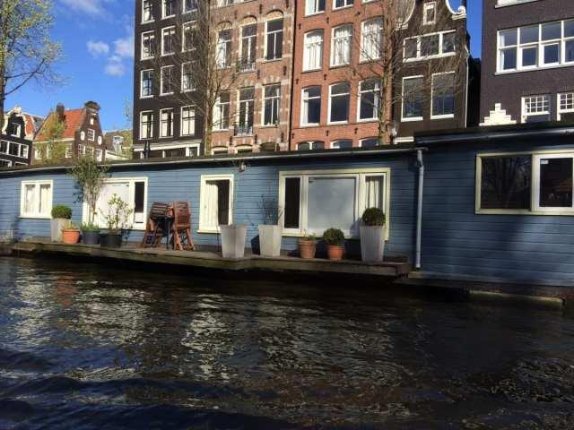 Amsterdam vista dal canale