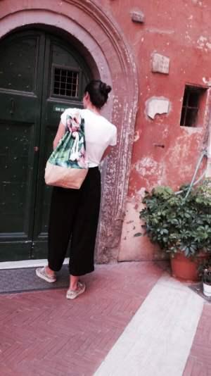Sacca con i fiori indossata - La Goffa - Le Plume