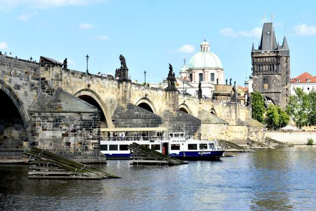 Vista fiume Moldava Ponte Carlo - Praga -Le Plume