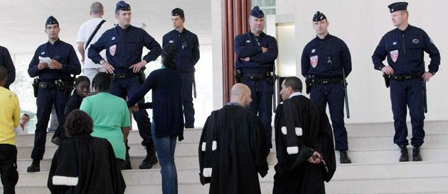 Des policiers au palais de justice de Pontoise, le 26 juin, au moment du procès Villiers-le-Bel © LAVIEILLE Philippe/MAXPPP