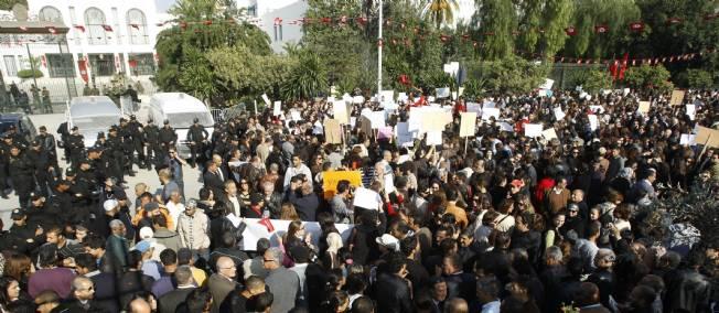 Plus d'un mois après les élections de l'Assemblée constituante, la Tunisie n'a toujours pas de gouvernement.