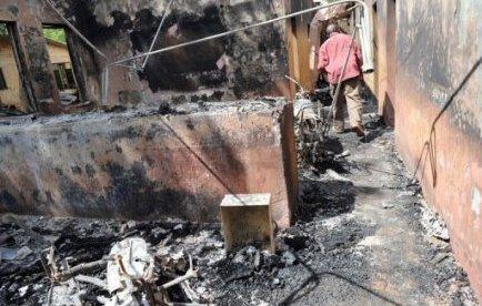 """A Potiskum, dans le nord-est, """"il y a eu des échanges de tirs entre nos hommes et les combattants de Boko Haram (mouvement islamiste) pendant une grande partie de la nuit et cela a fait des morts et des blessés"""", a indiqué samedi à l'AFP le chef de la police de l'Etat de Yobe Lawan Tanko."""