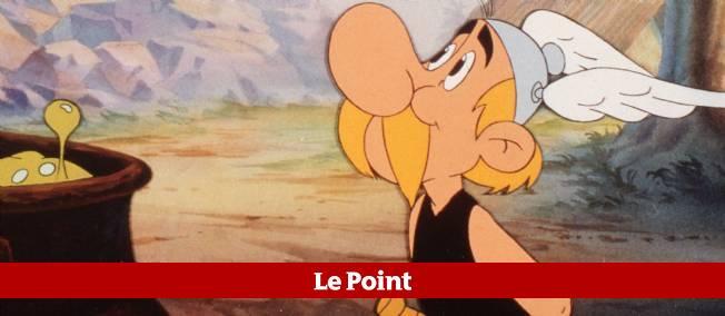 """Panoramix administre à Astérix sa dose de potion magique, dans le dessin animé """"Astérix chez les Bretons"""" tiré de l'album du même nom."""
