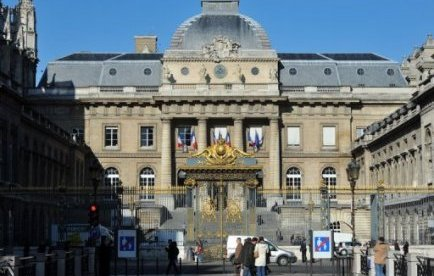 """L'association """"La justice dans la Cité"""" a annoncé mercredi dans un communiqué qu'elle contestait devant la justice administrative le contrat de partenariat public-privé signé entre l'Etat et le groupe Bouygues pour construire le futur palais de justice de Paris."""