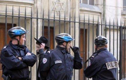 Une école juive située dans le XIXe arrondissement parisien, fermée en raison des vacances scolaires, a été visée jeudi matin par une alerte à la bombe qui s'est révélée fausse, a-t-on appris auprès de la préfecture de police de Paris (PP).
