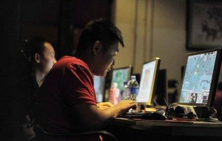 """""""Bob"""" était l'ingénieur informatique le plus apprécié de son entreprise aux Etats-Unis, qui travaillait bien et terminait toujours à l'heure; sauf que Bob sous-traitait son travail à une entreprise chinoise pendant qu'il passait ses journées à surfer sur internet."""