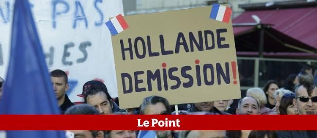 Une première manifestation, organisée par le collectif Hollande dégage, a ressemblé quelques centaines de personnes à Paris le 19 janvier dernier.