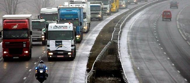 Les routiers se mettent en grève et estiment ne pas être assez payés.