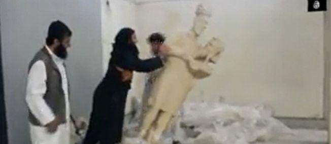 À Mossoul, l'État islamique brûle les trésors impies de l'Irak.