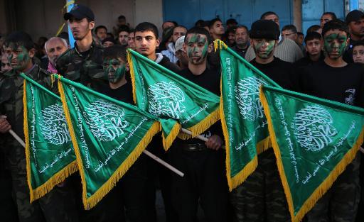 De jeunes Palestiniens brandissent des drapeaux du Hamas le 5 février 2015 © Said Khatib AFP/Archives