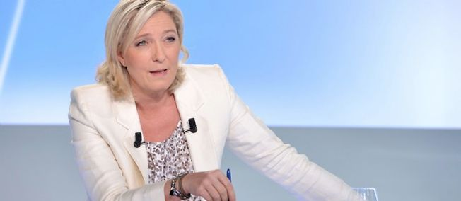 La présidente de Front national annonce qu'elle a déposé une plainte contre un journaliste auprès du CSA.