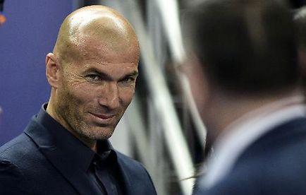 L'ex-international français Zinédine Zidane avant le match amical France-Brésil, le 26 mars 2015 au Stade de France